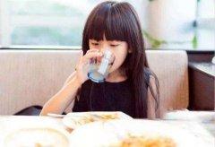 如何让小朋友爱上喝水?