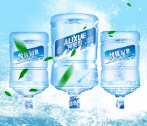 重庆矿泉水批发厂家浅析我们常喝的几种水区别